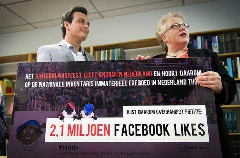 Wit of zwart? Kiezen tussentwee kampen - Nederland -  © ANP. Bas Vreugde, een van de twee bedenkers van de zogeheten Pietitie op Facebook, overhandigt de ruim 2,1 miljoen likes van de petitie aan directeur Ineke Strouken van het Nederlands Centrum voor Volkscultuur en Immaterieel Erfgoed.