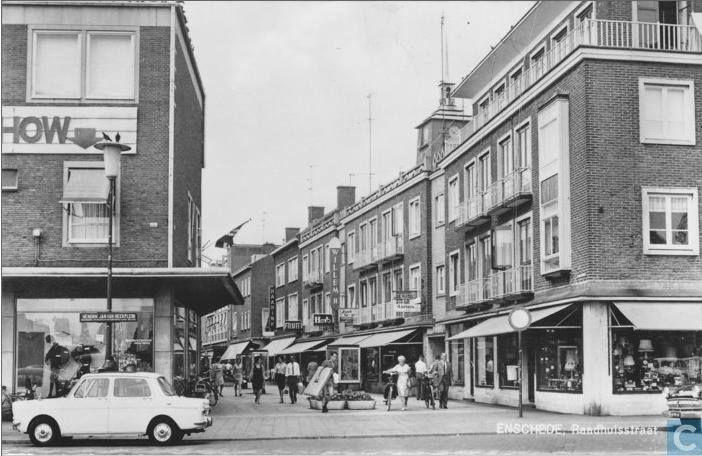 Enschede<br />Enschede: De Raadhuisstraat 1970