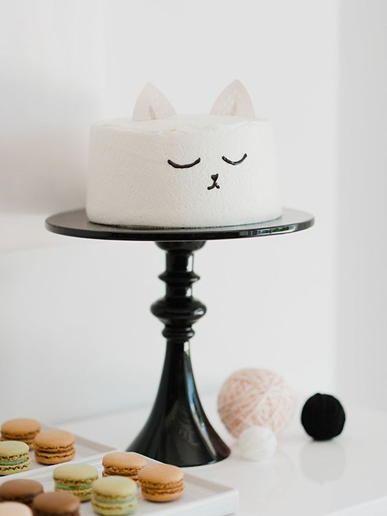 sweet little cake for the bride who loves cats! ~ we ❤ this! moncheribridals.com and like OMG! get some yourself some pawtastic adorable cat appare