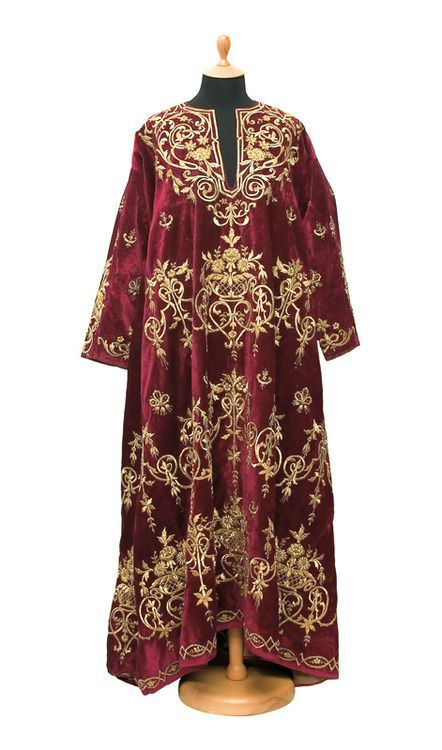 'Bindallı entari' (embroidered robe). Late-Ottoman, end of 19th century; velvet, metal thread, sequins. (© Museum of Applied Art, Belgrade)