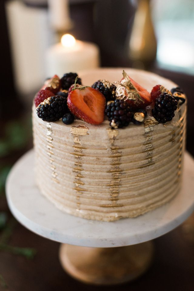 Fruit topped wedding cake | Kristina Ross Photography