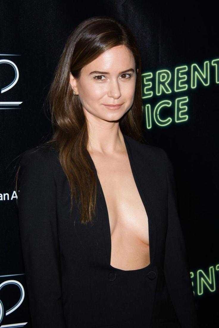 Katherine Waterston, Movie Actress