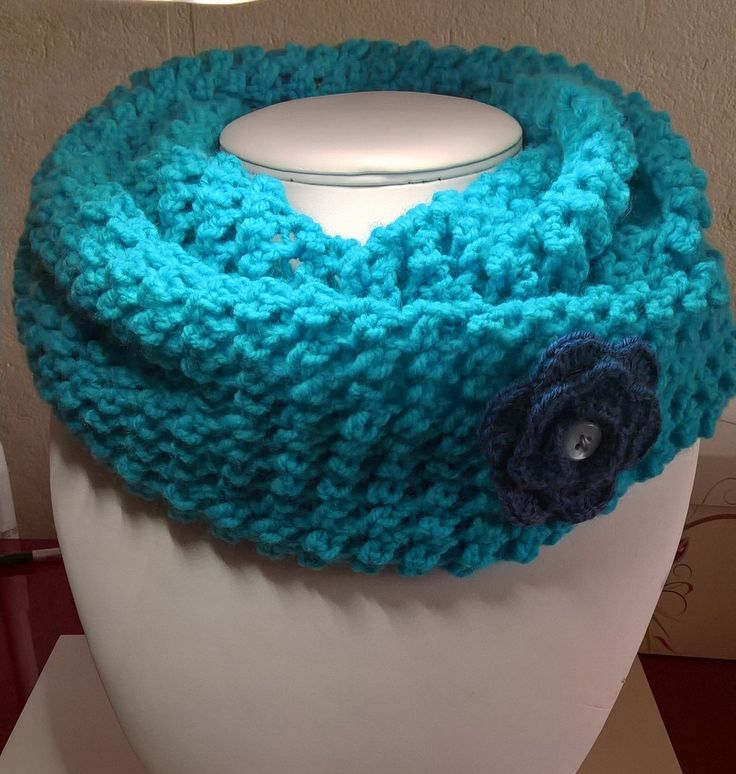Snood ou tour de cou au crochet version bleue : Echarpe, foulard, cravate par kdo-rigolos