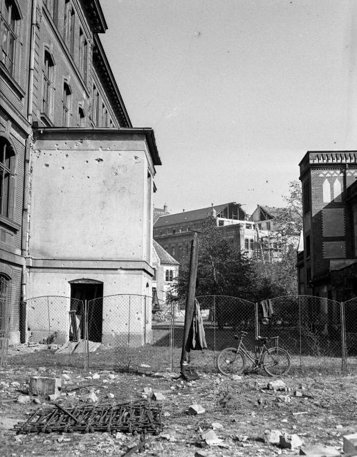 Műegyetem a Bertalan Lajos utca felől nézve. Balra az F, jobbra az L épület.