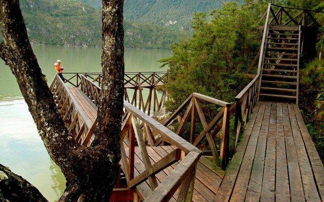 Laberinto en Caleta Tortel: un pueblo conectado por pasarelas de madera