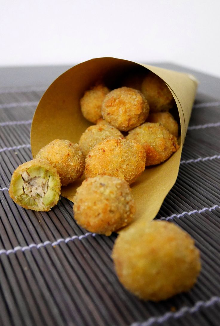 Olive all'ascolana. Stuffed fried olives.