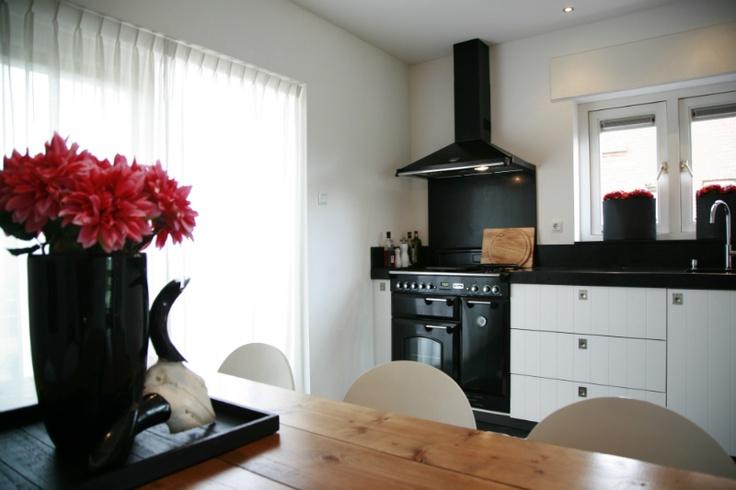 Modern landelijke keuken met een rood accent wonen doe je thuis interieuradvies - Keuken wereld thuis ...