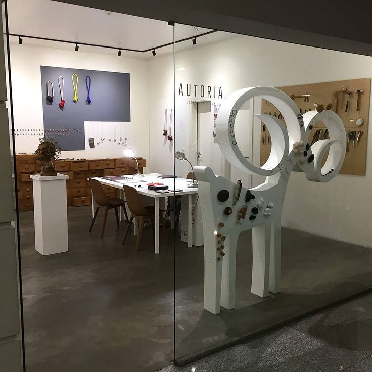 We're ready for christmas!!!  ·  ·  #christmasdisplay #jewelrygallery #galeriaautoria #ccbombarda #quarteiraodasartes #miguelbombarda #porto #oporto #natal