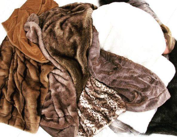 Fuskpäls plädar. Pläd, filt, leopard, brun, vit, djurmönstrad, sovrum, säng. http://sweef.se/15-pladar-kuddar