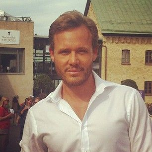 Our Global Beauty Artistic Director Jonas Wramell shares his best tip for a gorgeous, healthy glow - use a light coverage foundation and apply a cream blush on the highest point of your cheek. Stunning! ❤ #WTA #WTAtennis #tennis #womenstennis #sports #instasports #tennislove #swedishopen #WTAswedishopen #tennisveckan #oriflame #oriflameofficialcosmeticsWTA #Båstad #Sweden #JonasWramell #Makeupartist #Beauty #Makeup #glow #healthy