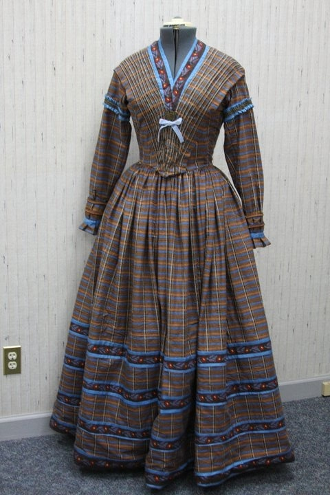 1840's Gown - my goodness look at that bodice! :D all those pleats!