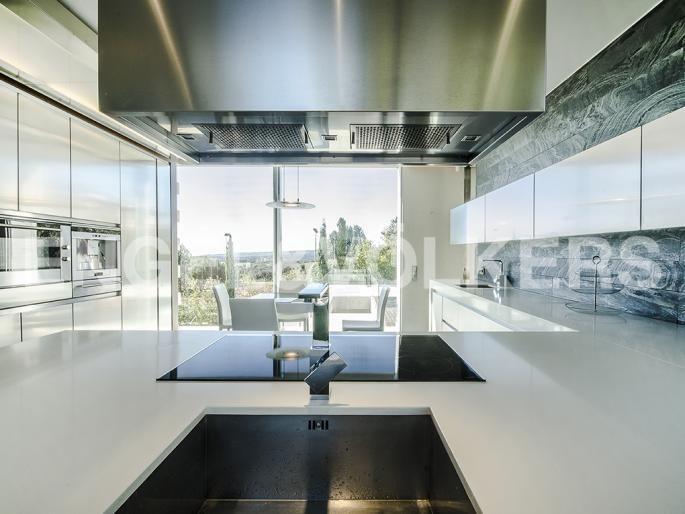 Máxima exclusividad, moderna y acogedora villa de diseño Informe de Engel & Völkers   W-0215AB - ( España, Madrid alrededores, Las Rozas, Club de Golf )