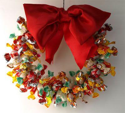 Una ghirlanda di caramelle vi da il benvenuto a casa mia in questi giorni di festa.