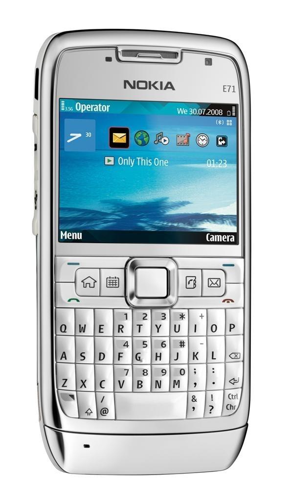 Nokia E71 , me gustó tan poquito que solo la traje una semana, el diseño me parecía desagradable