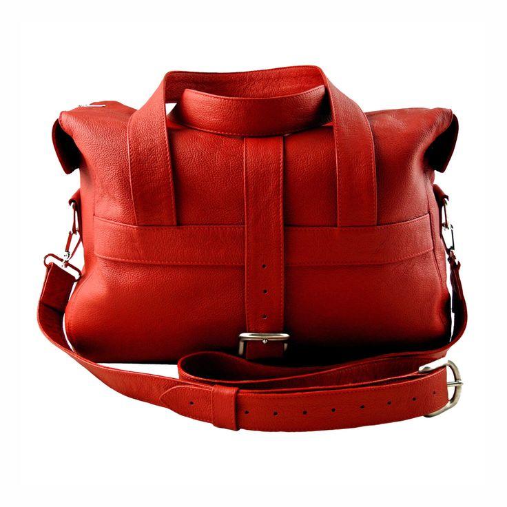 Bolso noche artesanal cuero rojo de FreeloadAccessories en Etsy https://www.etsy.com/es/listing/266804331/bolso-noche-artesanal-cuero-rojo