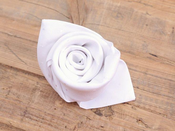 DIY tutorial: Servetten in de vorm van een roos vouwen via DaWanda.com