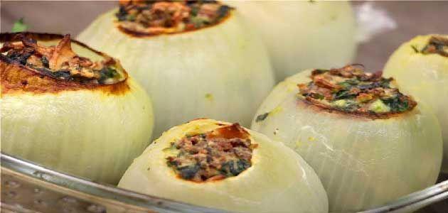 طريقة تحضير البصل المحشي باللحم المفروم والجبنة و الزبيب مذكرة Vegetarian Recipes Recipes Spinach And Cheese