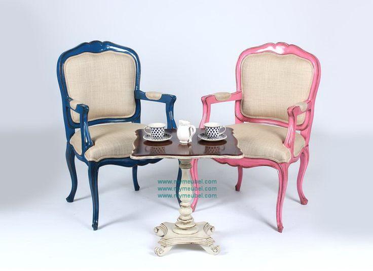 Tea Table Sets dengan 2 Kursi dan 1 Meja Antik yang bisa anda gunakan juga…