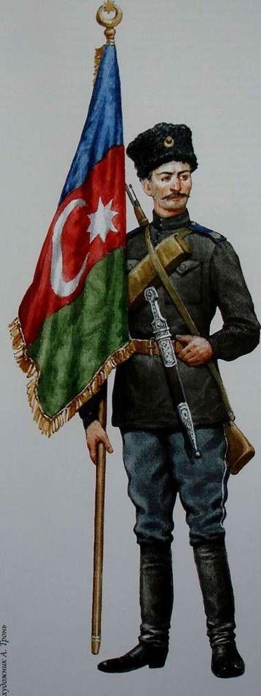 Azerbaijani Armies in the Civil War Рядовой подразделения охраны Парламента республики в традиционной кавказской рубахе и национальным кинжалом — хенджером.