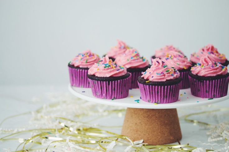Dark Chocolate Cupcakes With Raspberry Buttercream Frosting Recipe ...