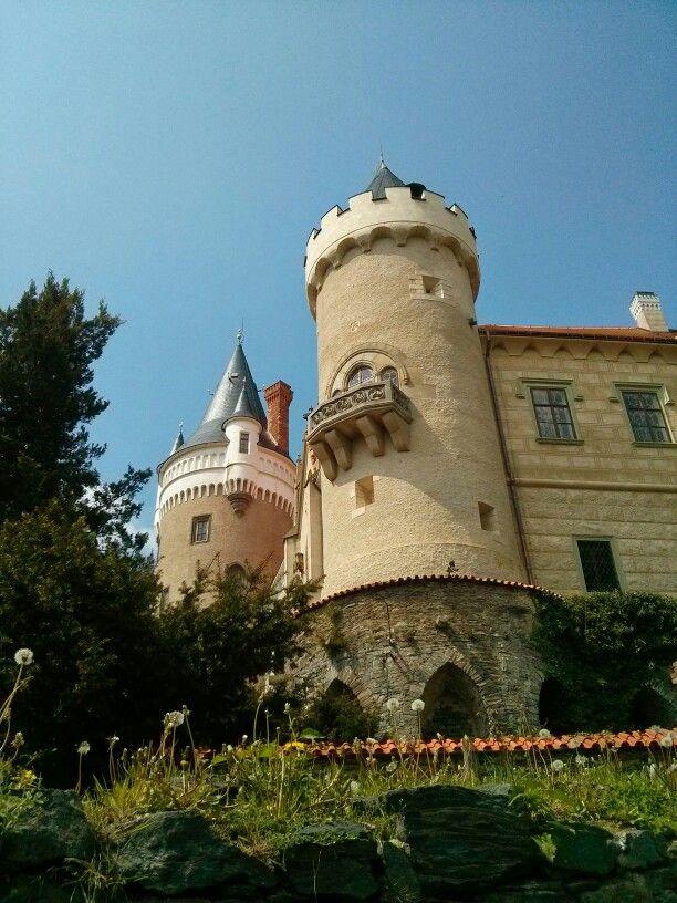 Zámek Žleby castle