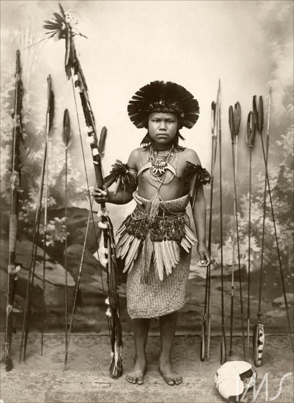 Retrato de índio com arco e flechas Pastore, Vincenzo Thumbnail                                                                                                                                                                                 Mais