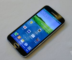 Samsung's Galaxy S5 takes on the top smartphones around