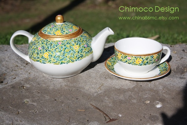 Hand-painted and drawn glass and ceramic pieces by Sydney-based Chimoco Design. www.china86mc.etsy.com #Chimoco Design # teapot #sunflower #gift #request #ceramic #kitchen #home decor #garden #floral