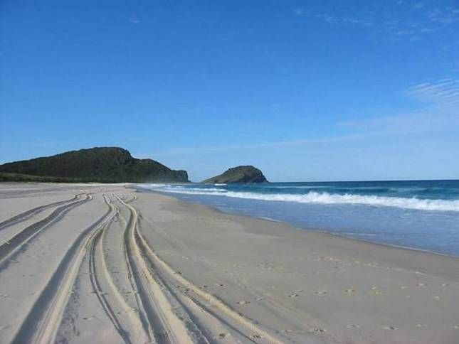 4wd Beach Driving, in Great Lakes Australia http://www.ozehols.com.au/blog/new-south-wales/4wd-beach-driving-in-great-lakes-australia/ #4WD #BeachFun #BeachHolidays @OzeHols - Holiday Accommodation