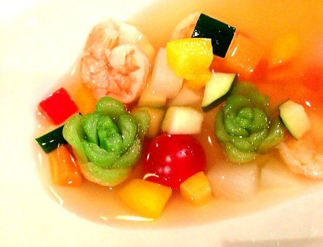 小カブの葉っぱの下の方を カットしたら薔薇みたいに♪♪♪ カラフルな野菜を入れて 綺麗な冷製スープを作りました。 - 80件のもぐもぐ - コンソメ小かぶ冷製スープ♪♪♪ by ran2ran