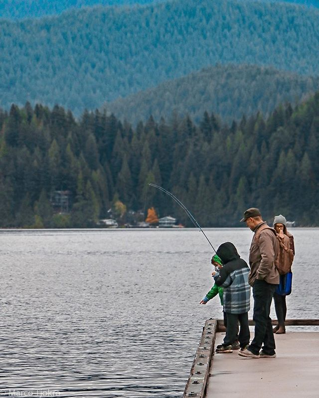 Quality time with family  #fishing #deepcove #dailyhivevan #veryvancouver #explorebc #northvan #family