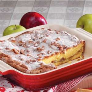 Cinnamon Apple Coffee Cake Recipe - Quick Fix from Mix! Uses yellow cake mix instant vanilla pudding mix and sourcream