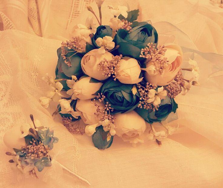El Buketi ve Damat Yaka Çiçeği  Hoş geldin Aralık 🌬☃ Bilgi ve Sipariş için: 05337323048 #bugune_burcumercan#gelintacı#gelinbuketiseti#gelinbuketi#gelincicegi#gelinçiçekleri#gelinçiçeği#gelinaksesuarı#çiçekligelintacı#buket#çiçek #yapayçiçek#yakaçiçeği#gelin#damat#düğün#bridalflowers#bridal#acessorios#wedding#weddingbouquets#weddingaccessories#bridalaccessories#bohem#naturel#flowers #white#boutique #istanbul