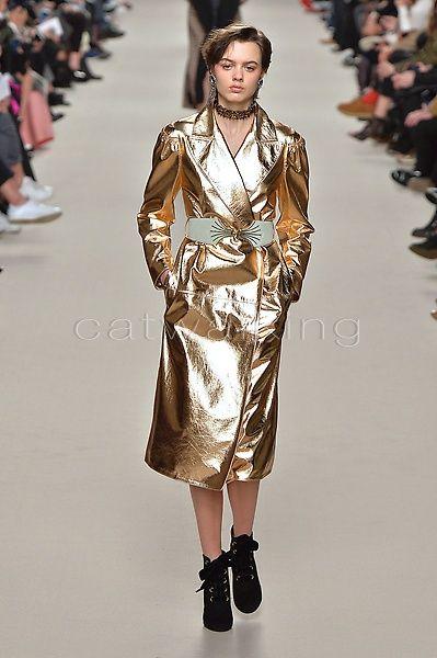 http://www.catwalking.com/new/ready-to-wear/LANV/Looks/738938