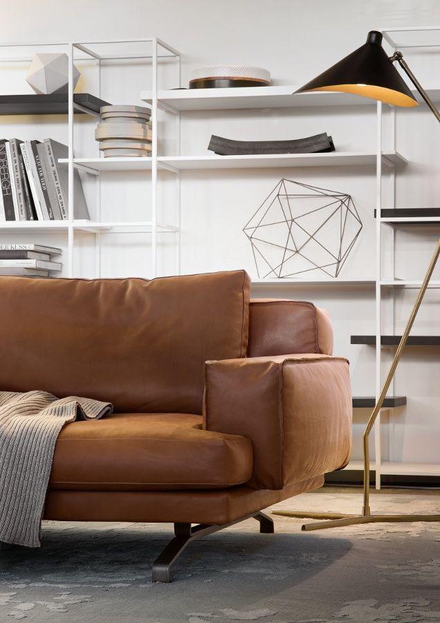 Modernes Wohnzimmer Mit Ledercouch In Cognac