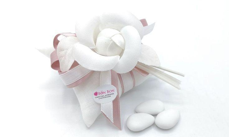 Photo of Wedding linen pillow bag with camellia – Bon Bon confectionery – Bomb …- Sacch…