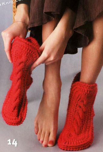 Женские красные носки-сапожки, вязаные спицами