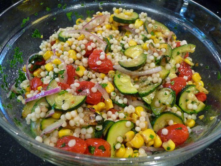 Couscous marocain, tomates cerises et courgettes Salade 1 1/2 tasses de couscous marocain , cuit selon les instructions du paquet et légèrement refroidi  1 grosse courgette coupées en deux sur la longueur et tranché mince  1 épi de maïs grillé ou cuit (belle utilisation pour une oreille restes de maïs)  1 tasse (environ) de tomates cerises, diminué de...http://www.le-couscous-marocain.com/2014/05/couscous-marocain-tomates-cerises-et.html