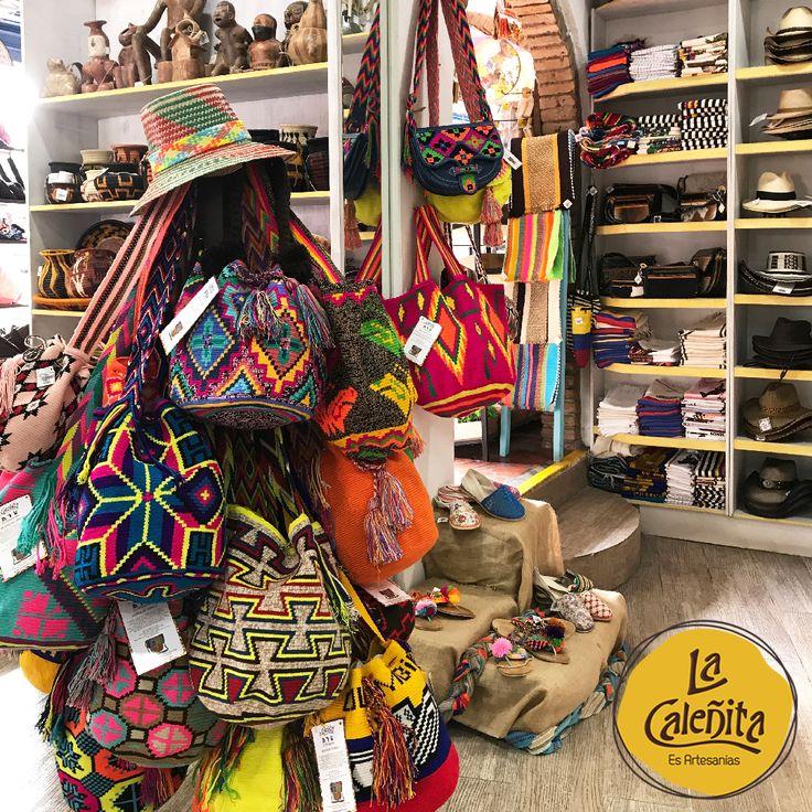 Tanto de una hebra como de dos hebras, cada Bolso Wayuu es original, hecho a mano y no hay dos iguales. Incluso hasta se puede tomar 15 días en hacer cada uno. Encuentra variados diseños certificados en nuestra tienda. 🙆👛💟 #ArtesaniasColombianas #ArtesaniasWayuuArtesanias #WayuuGuajira
