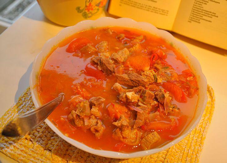 143 Gestoofd varkensvlees met Tomaat (Dajaks)