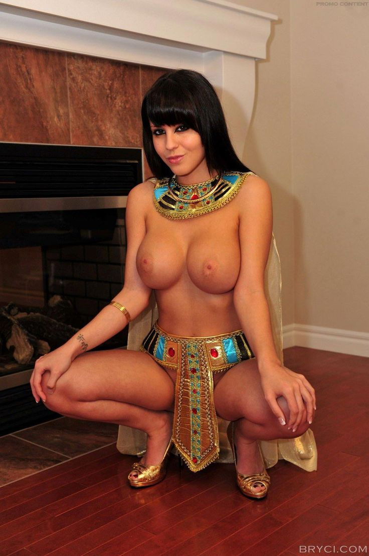 Cleopatra nude pussy or boobs photos