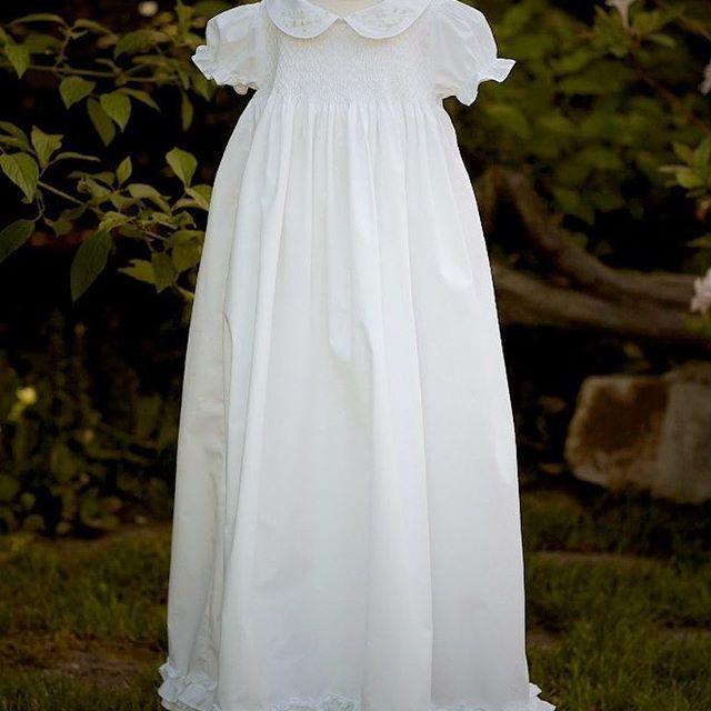 """Платье для крещения """"Рассвет""""  Белоснежное платье их плотного хлопка, декорировано буфами и ручной вышивкой рококо с жемчугом. Нежный образ для юной леди. В комплект входит чепчик.  Размер 6-18 мес.  Состав: 100% хлопок.  Цена: 6000р.  #крещениеребенка #платьедлядевочки #платьедлякрещения #аксессуары #традиции #нежность #вышивка #вышивка #розочкирококо #жемчуг #девочка #нарядныеплатья"""