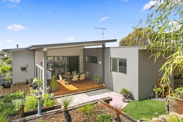 Ocean Grove - Custom design for a sloping site.  #beachhouse #coastalhome #homedesign #australianhomes #bellarinepeninsula