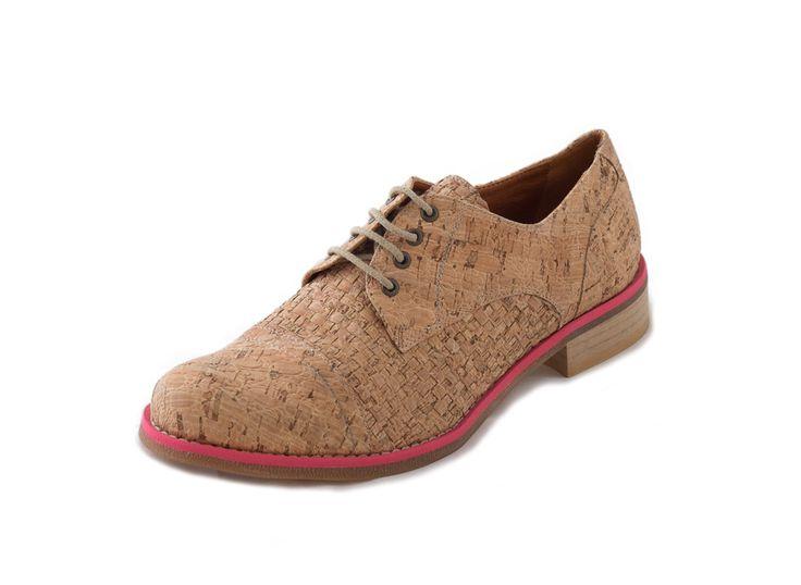 Vegetarische en ecologische oxford schoenen in kurk van NAE (No Animal Exploitation). Gemaakt in Portugal met ecologische materialen en 100% veganistisch.   125 EUR via Chevaliers des Pieds
