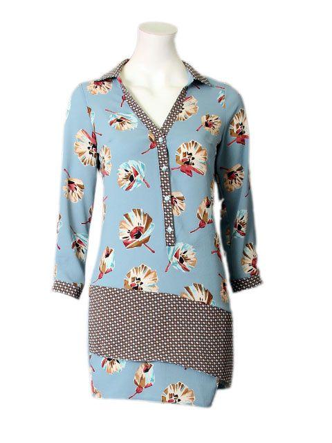 blauwe jurk in bloemenprint en knopen - Korte jurken - BoBo Tremelo