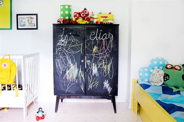 Lille Lykke: Having fun with chalkboards
