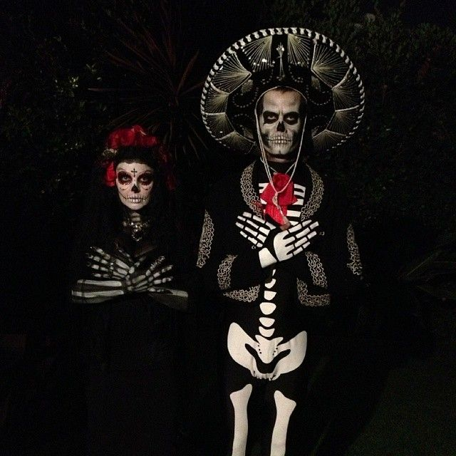 Pin for Later: 40+ Celebrity Couples Halloween Costumes Josh Duhamel and Fergie as a Day of the Dead Couple Source: Instagram user joshduhamel