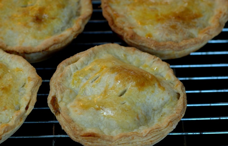 mm savoury mince meat pies... just like the ones we make in South Africa.  ::tummy growl::