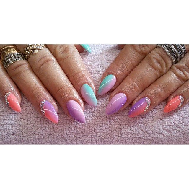 Kolorowo :) #semilac #diamondcosmetics #ilovesemilac #nailart #nails #hybryda #hybrid #manicure #mani #ombre #instanails #swarovski #mint #orangelilipop