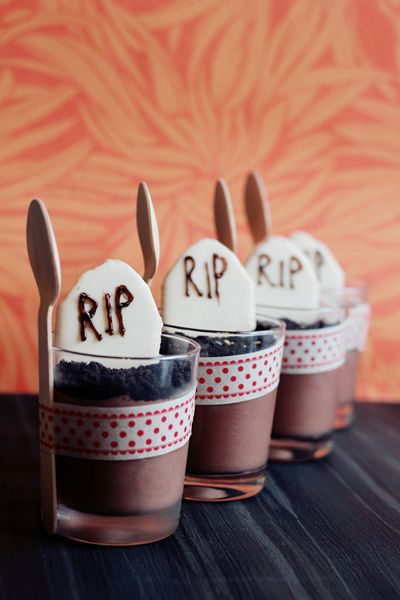 * magnoliaelectric: (YYY) halloweenspecial III {Coconut-Spidermuffins, White Chocolate Halloween-Topper-Muffins, Pumpkincupcakes & The-Oreo-Mousse-Cemetery}